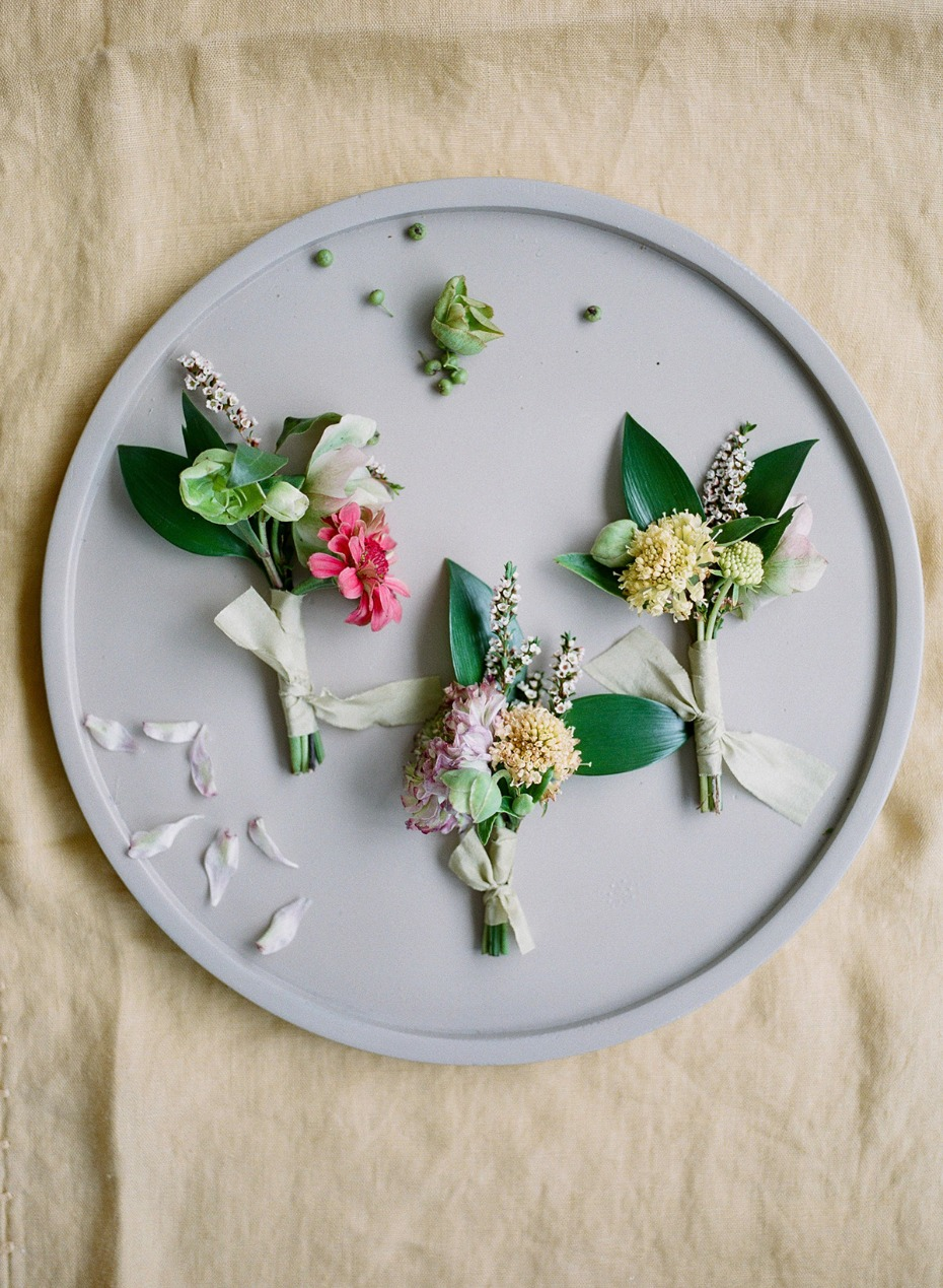 sweet summer boutonniere idea