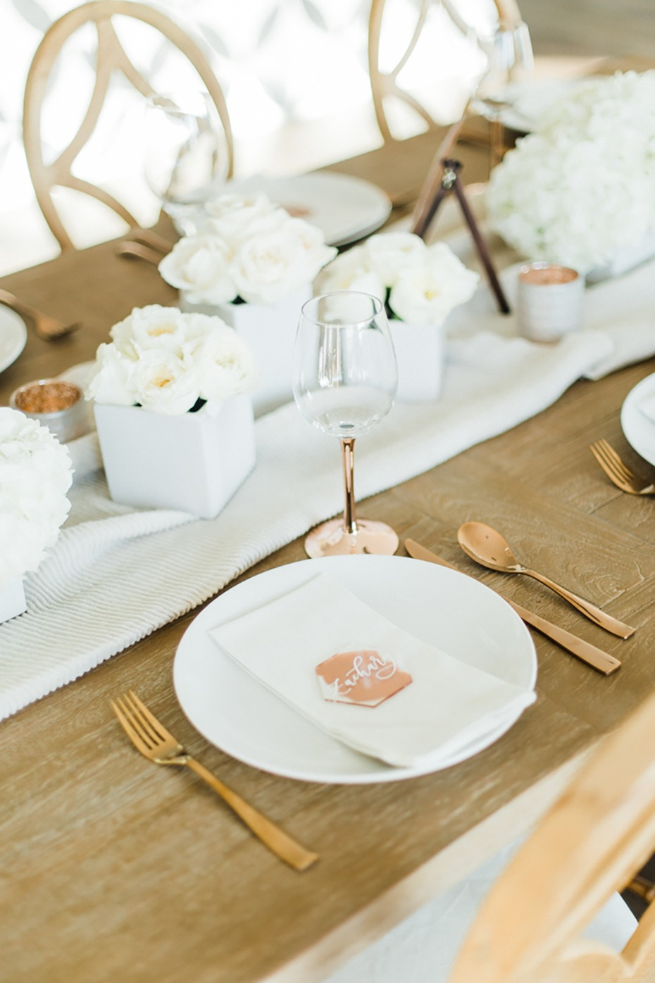 rose gold and white wedding table idea
