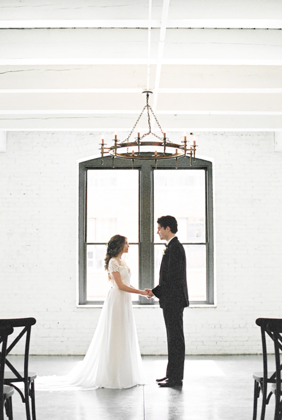 modern minimalist wedding decor idea