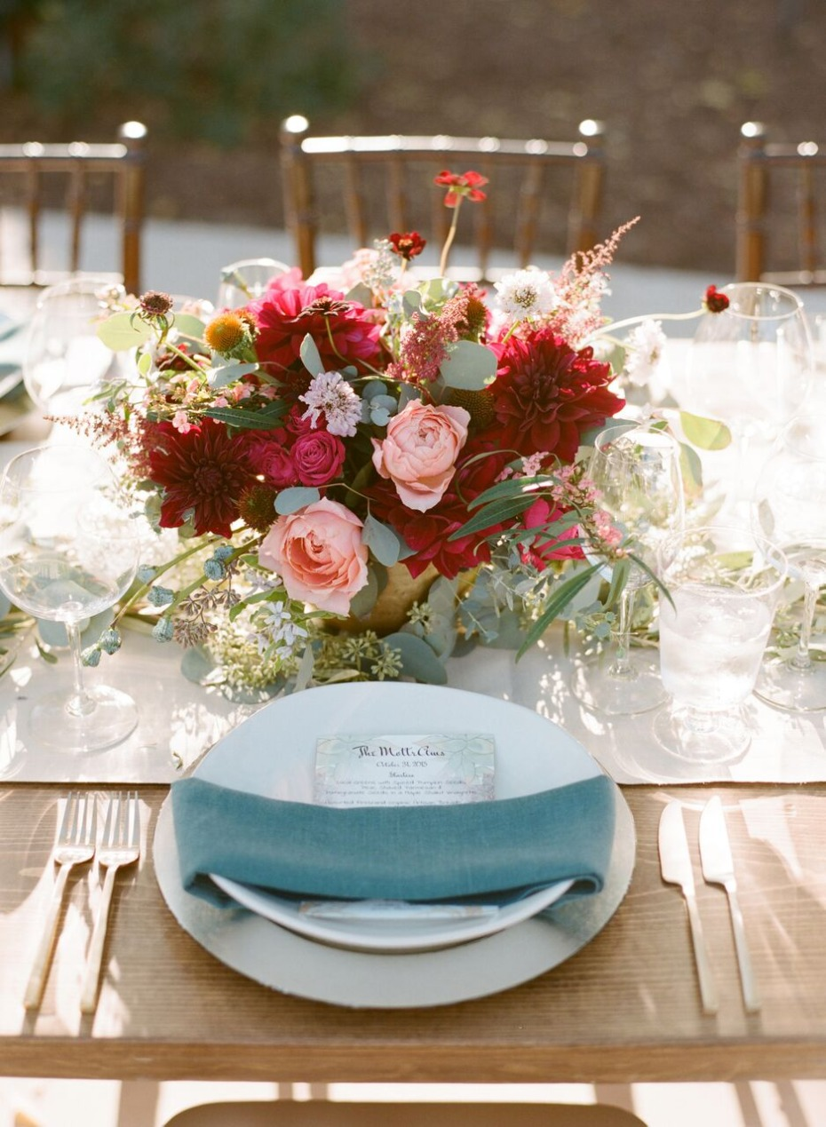 romantic outdoor wedding table decor idea