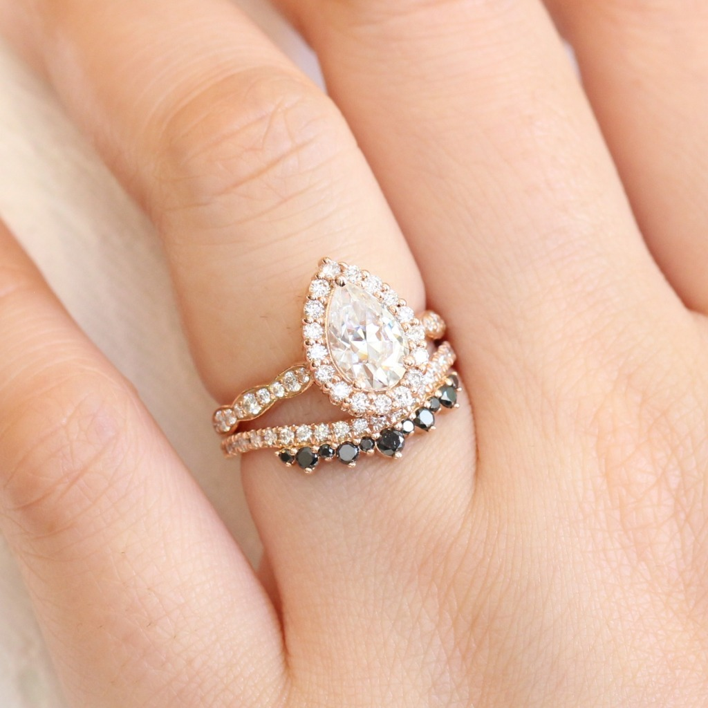 What a perfect example of a mix and match bridal set that just works -heart eyes emoji!- A combination of Pear Moissanite Halo Engagement