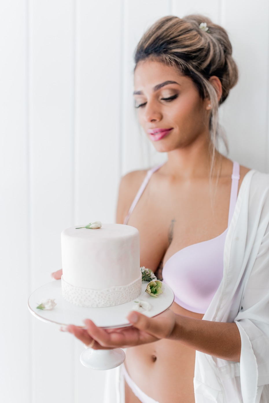 Mini lace wedding cake