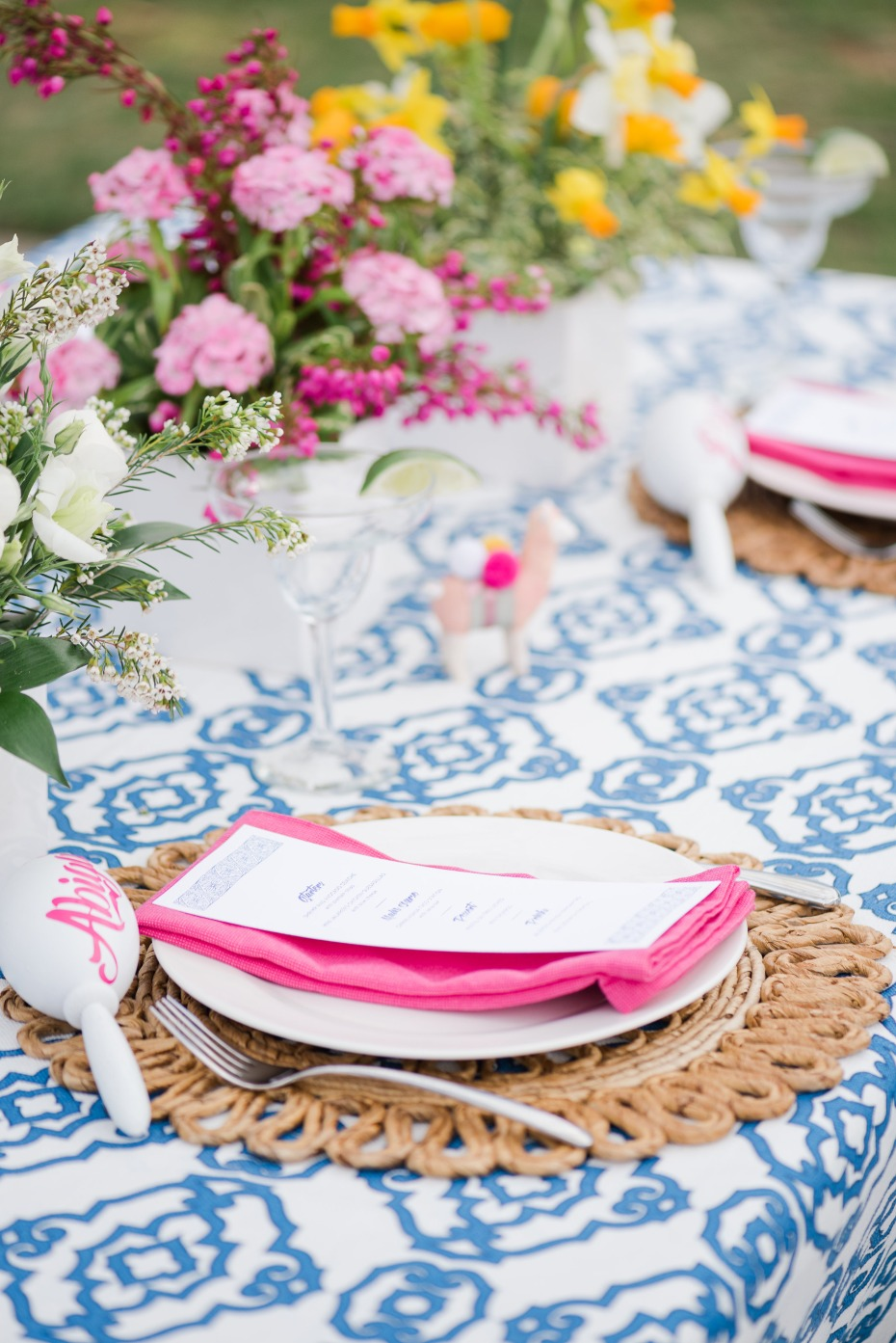 bright blue and pink spring wedding table diea