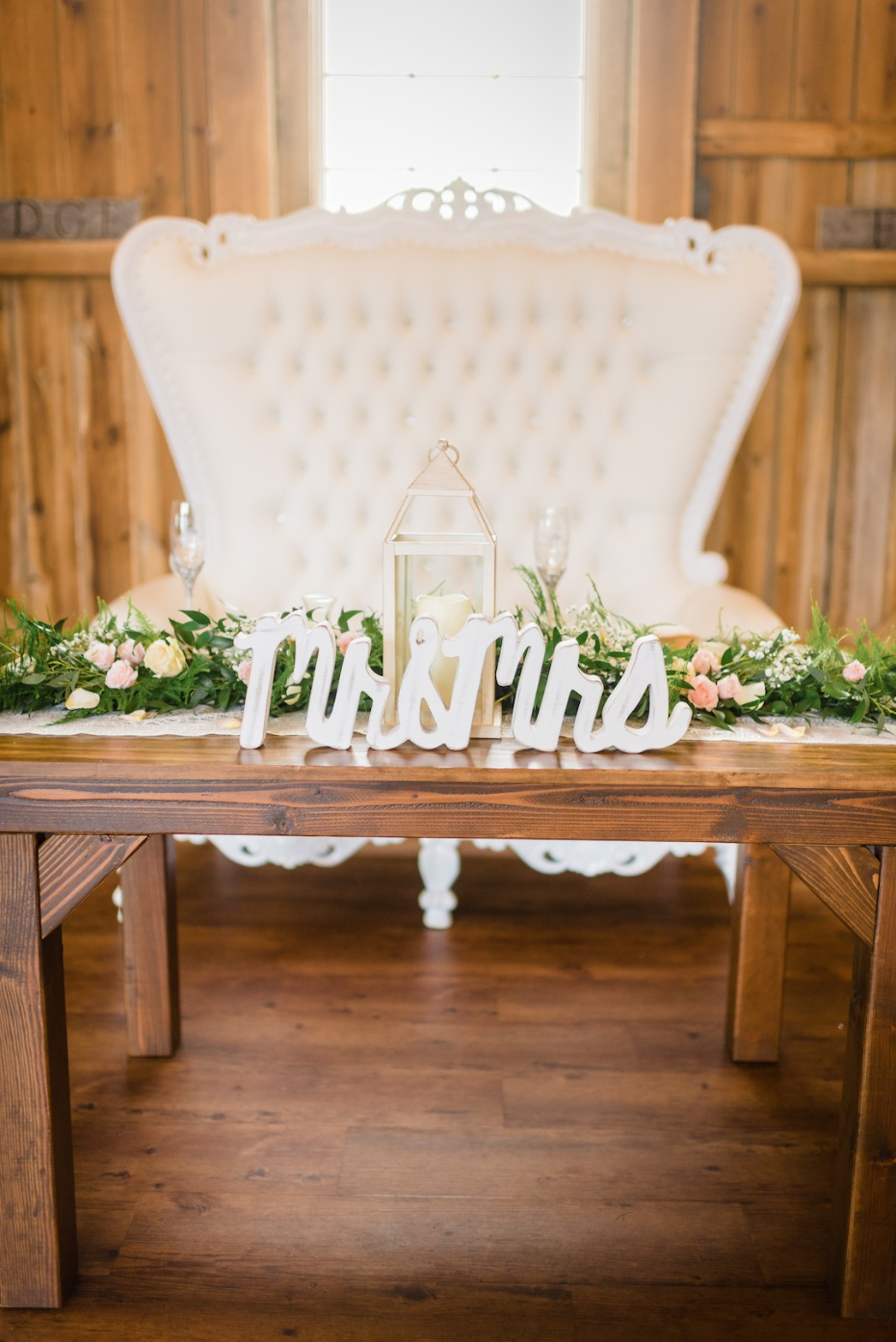Vintage rustic sweetheart table