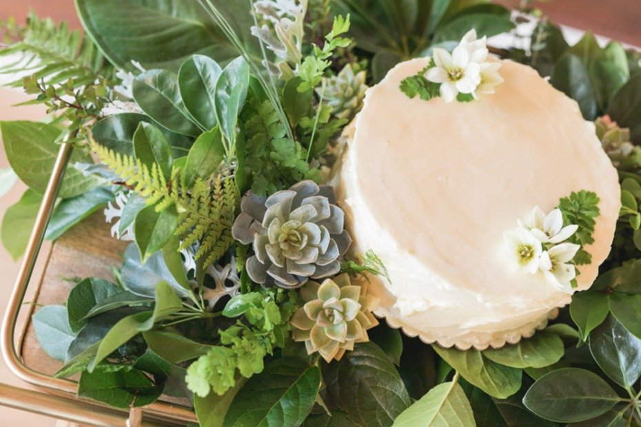 simple tropical wedding cake