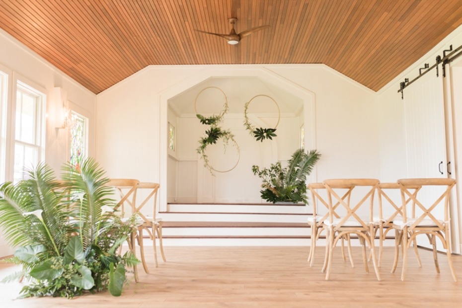 minimalist tropical wedding ceremony