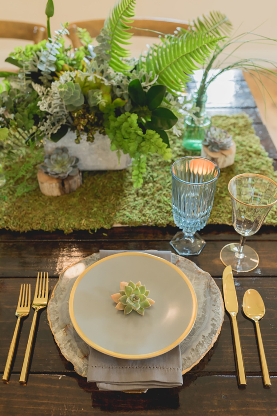 rustic outdoor chic wedding table decor