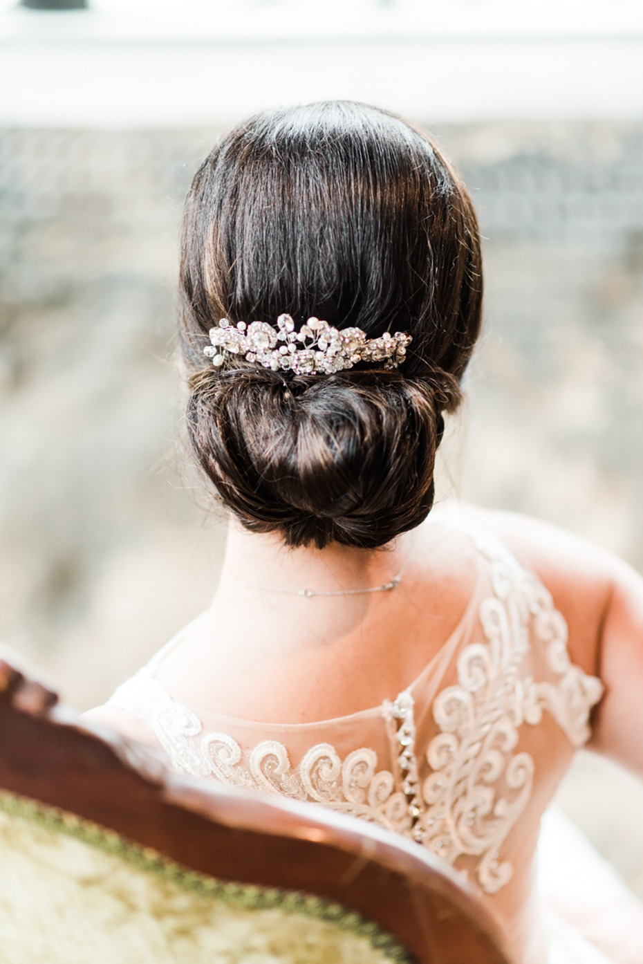 simple and chic wedding hair idea