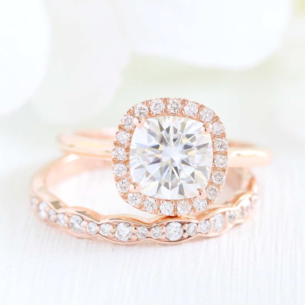 Vintage or modern designs, rose gold engagement rings have been the trendiest style for brides in recent years due to its romantic