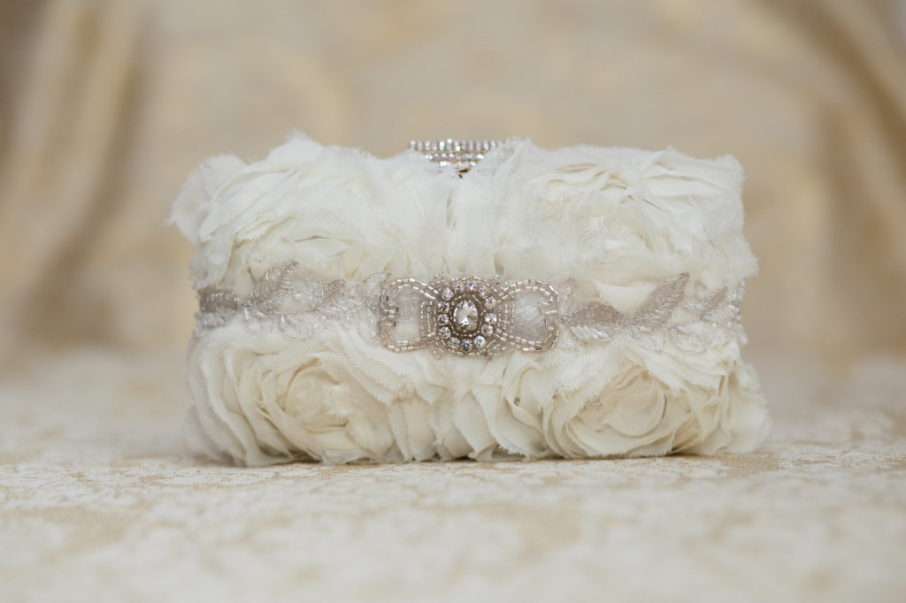 Outdoor wedding perfection in this little couture bridal clutch