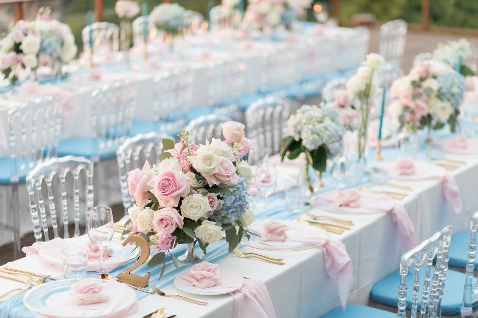 Pink, blue and gold table decor