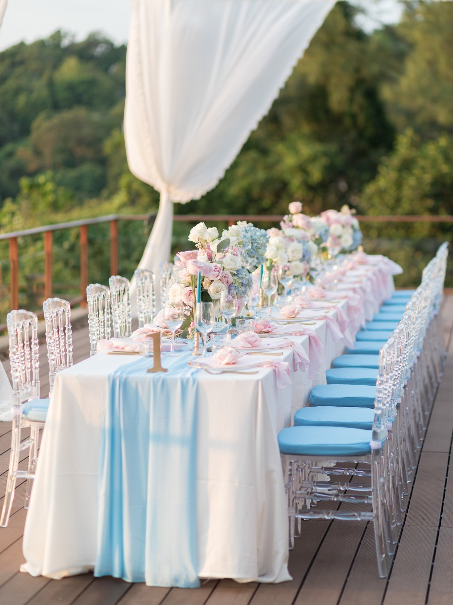 Glam wedding reception in pink and blue