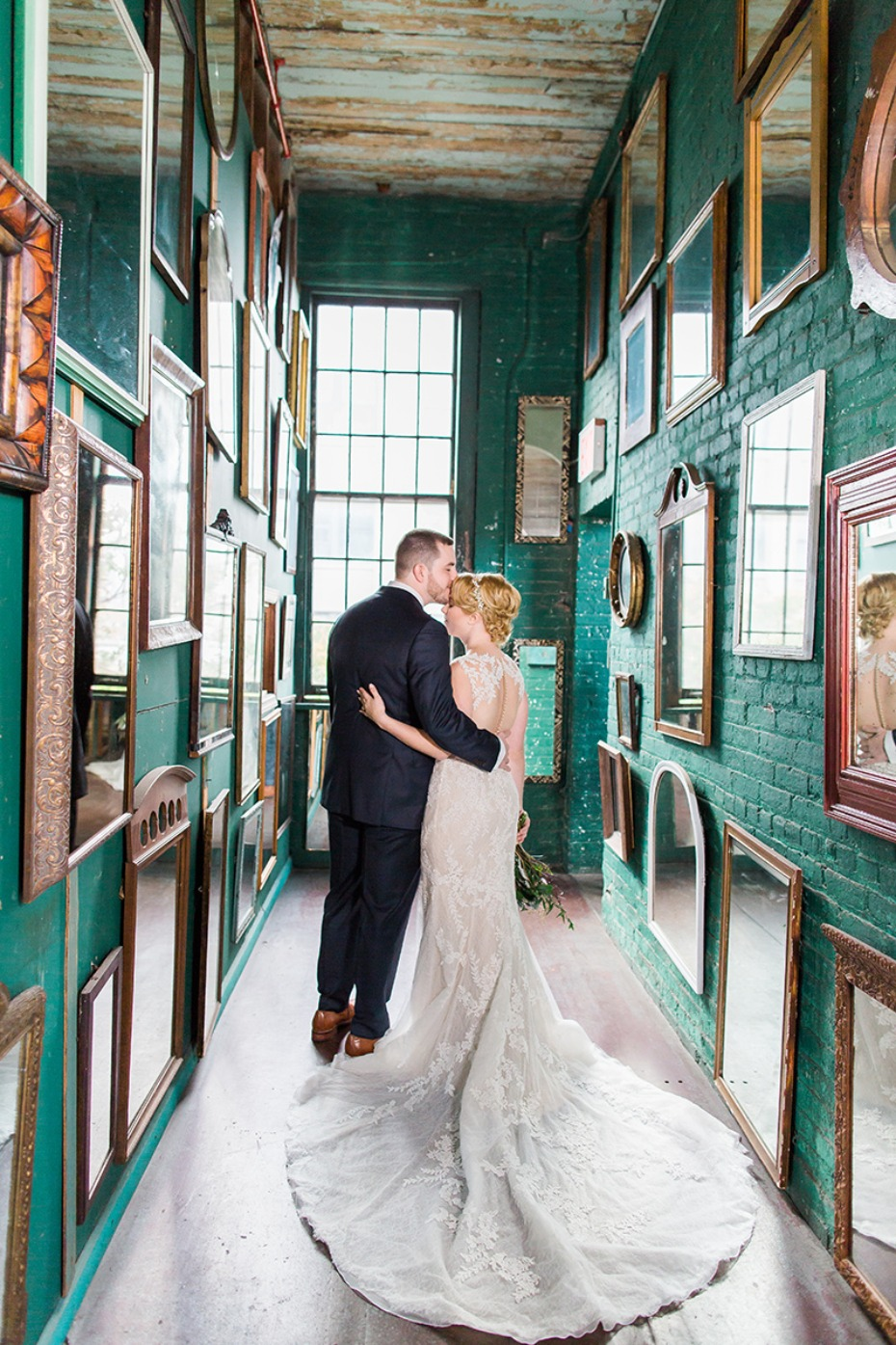 How To Perfectly Incorporate Your Hometown Into Your Wedding