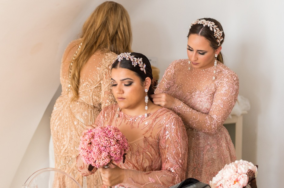 glam bridesmaids getting ready in peach bridesmaid dresses