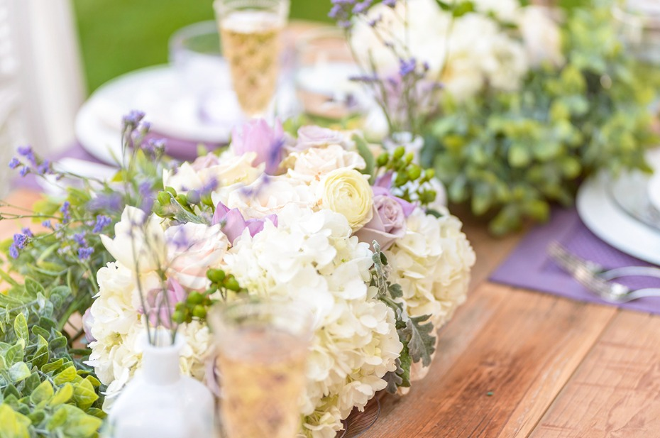 white and purple wedding flower idea