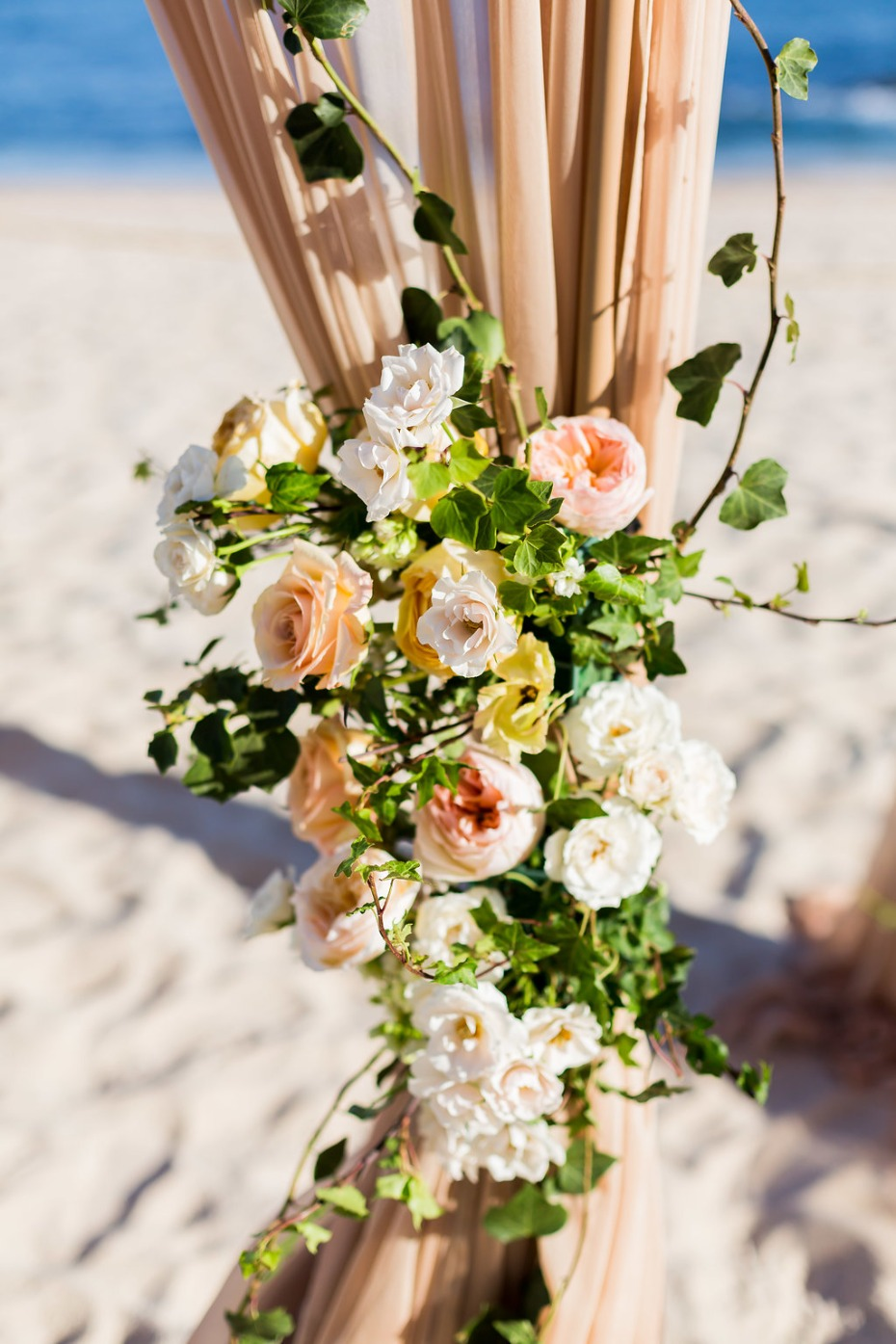 elegant wedding flower decor idea