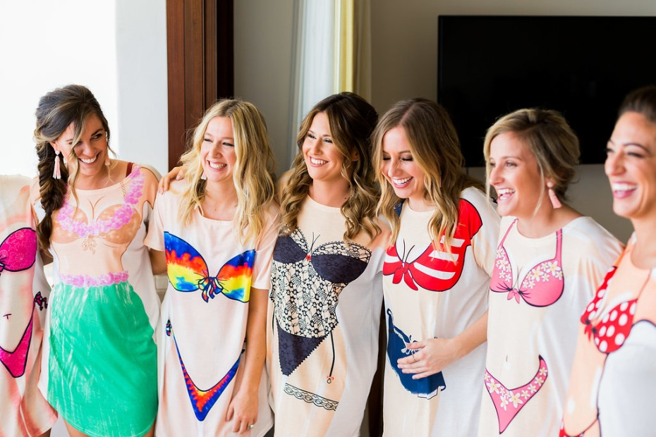 fun bridal party photo idea