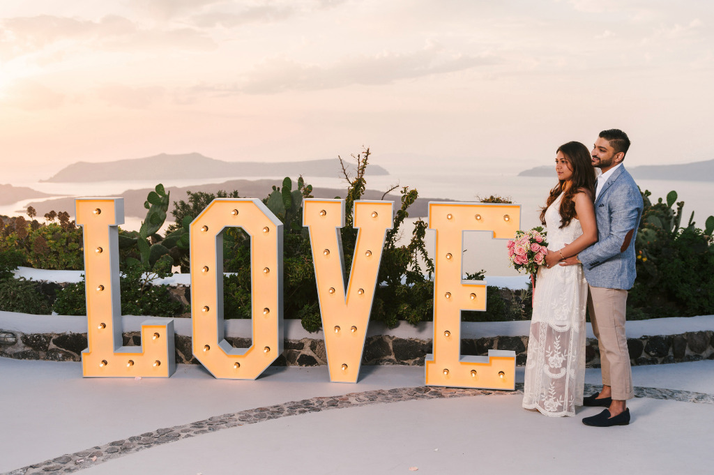 To all the brides and grooms to be out there, stop whatever you are doing and have a look at this romantic and magical proposal story