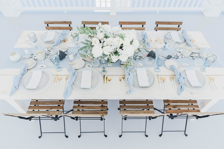 blue white and gold wedding table
