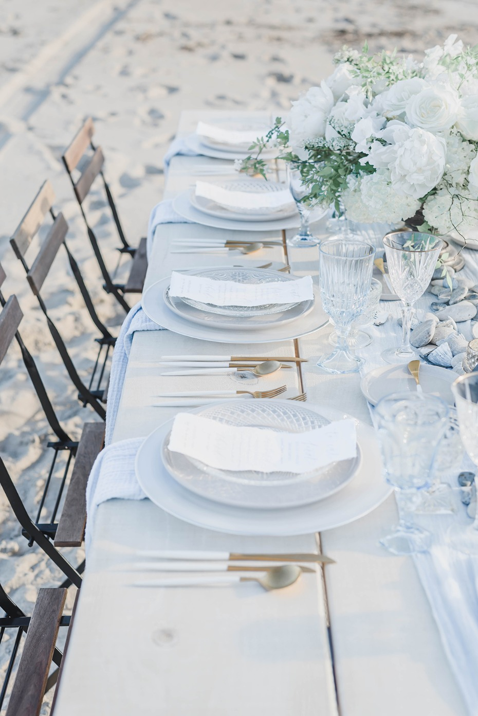 white and gold beach themed table decor