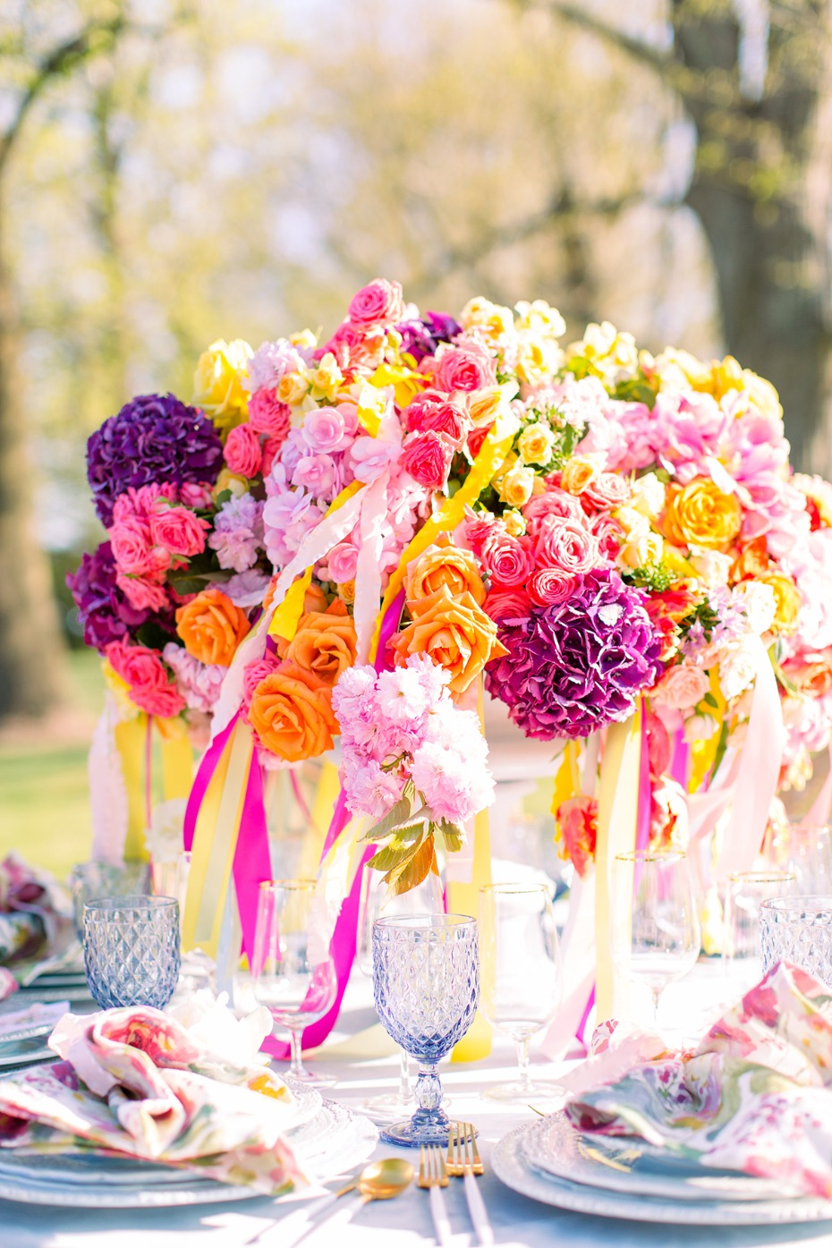 bright and colorful centerpiece ideas with ribbons