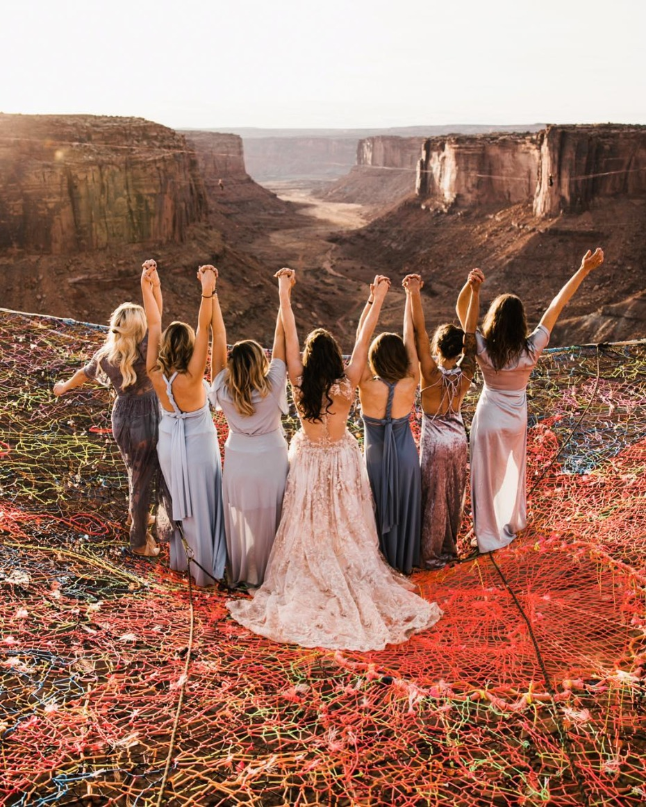 Bridesmaids suspended 400 ft above ground