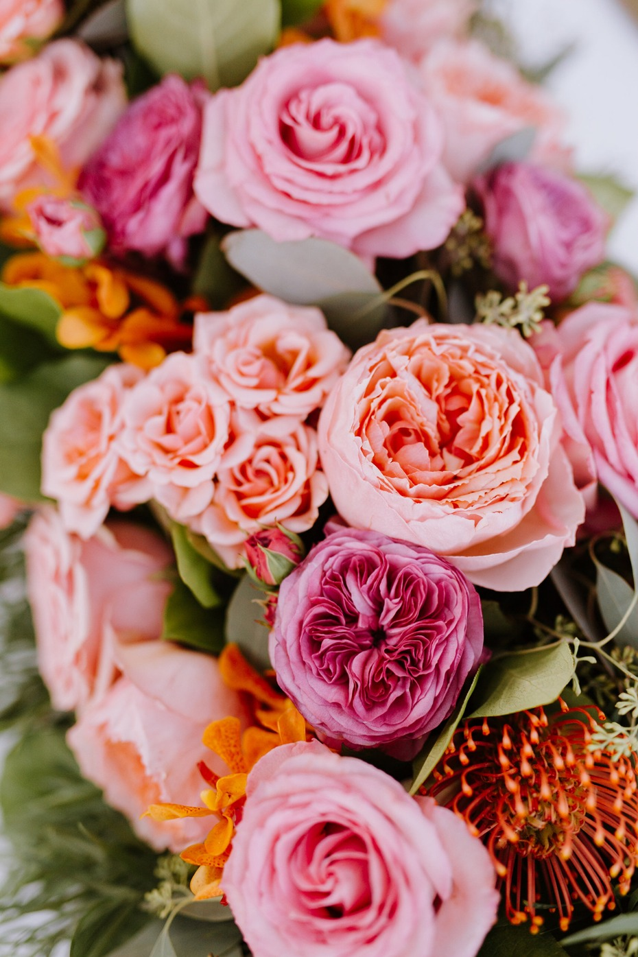 pink roses and tropical floral decor