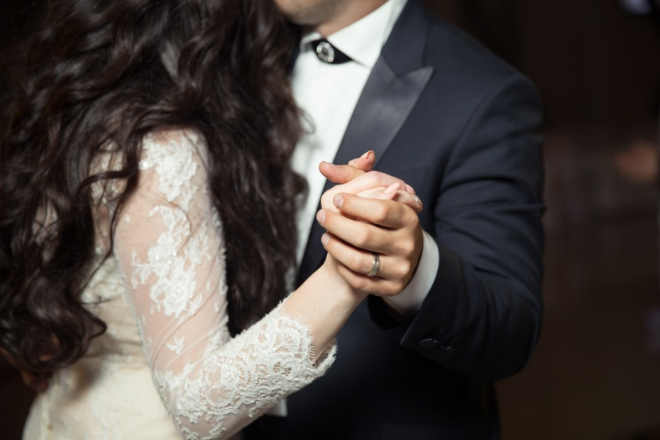 Couple's first dance photo by Alvin Mahmudov
