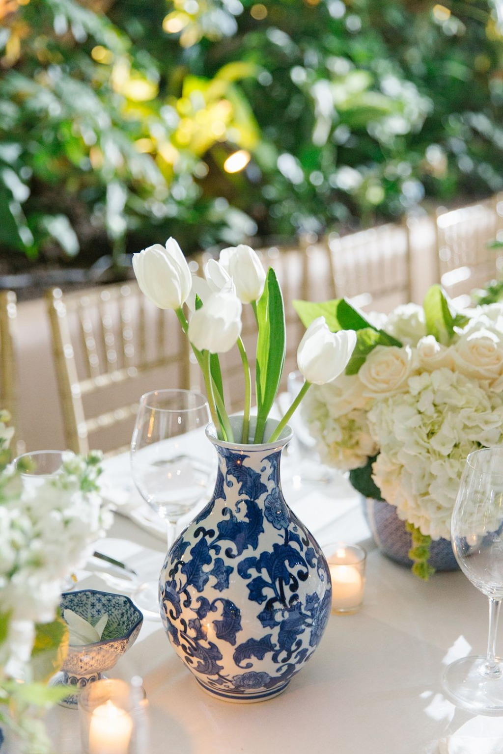 LOVED the blue and white vases and clean white tulips at this luxurious and intimate Santa Monica wedding. Check out more inspiration