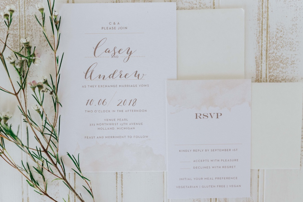 Dreamy, rustic wedding suite. This Modern Gold design is sure to shine! Pair this natural look with an earth tone envelope color to