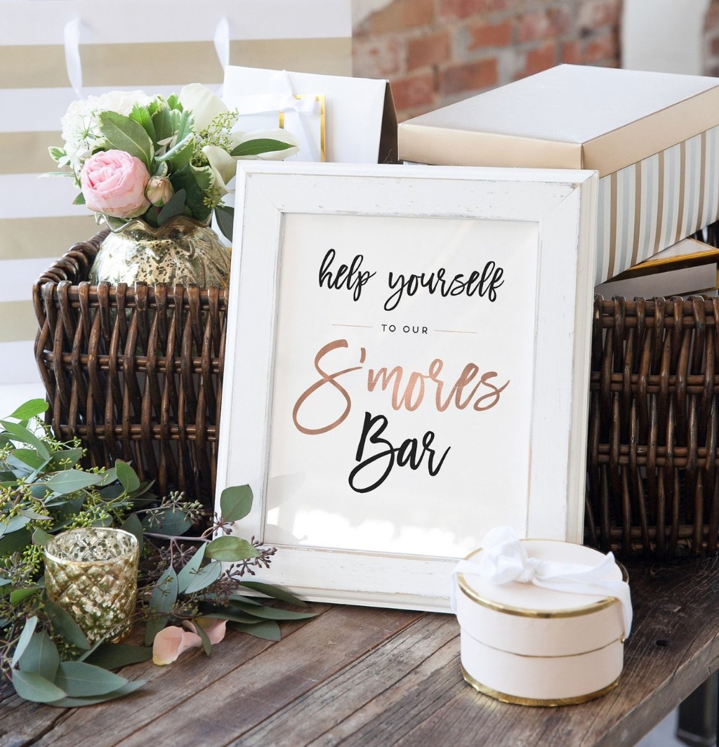 Looking for the perfect sign for your dessert bar?? This S'mores Bar Sign from Miss Design Berry is the BEST way to let your guest