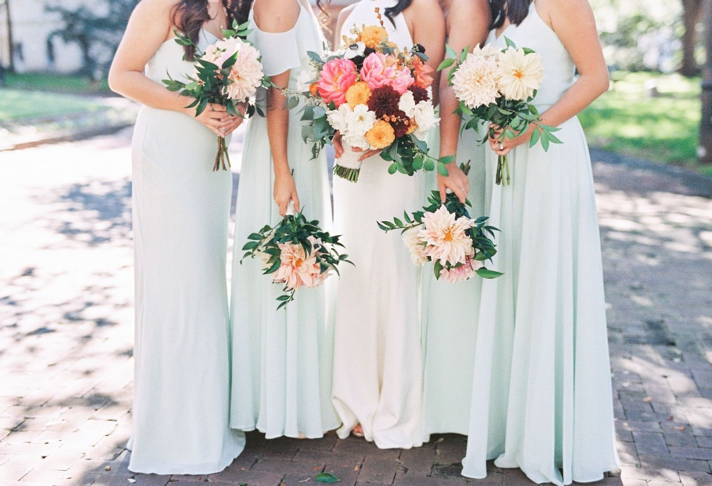 floral friday • spring 'mint' wedding inspo 😍 #jennyyoobridesmaids #floralfriday #springmint