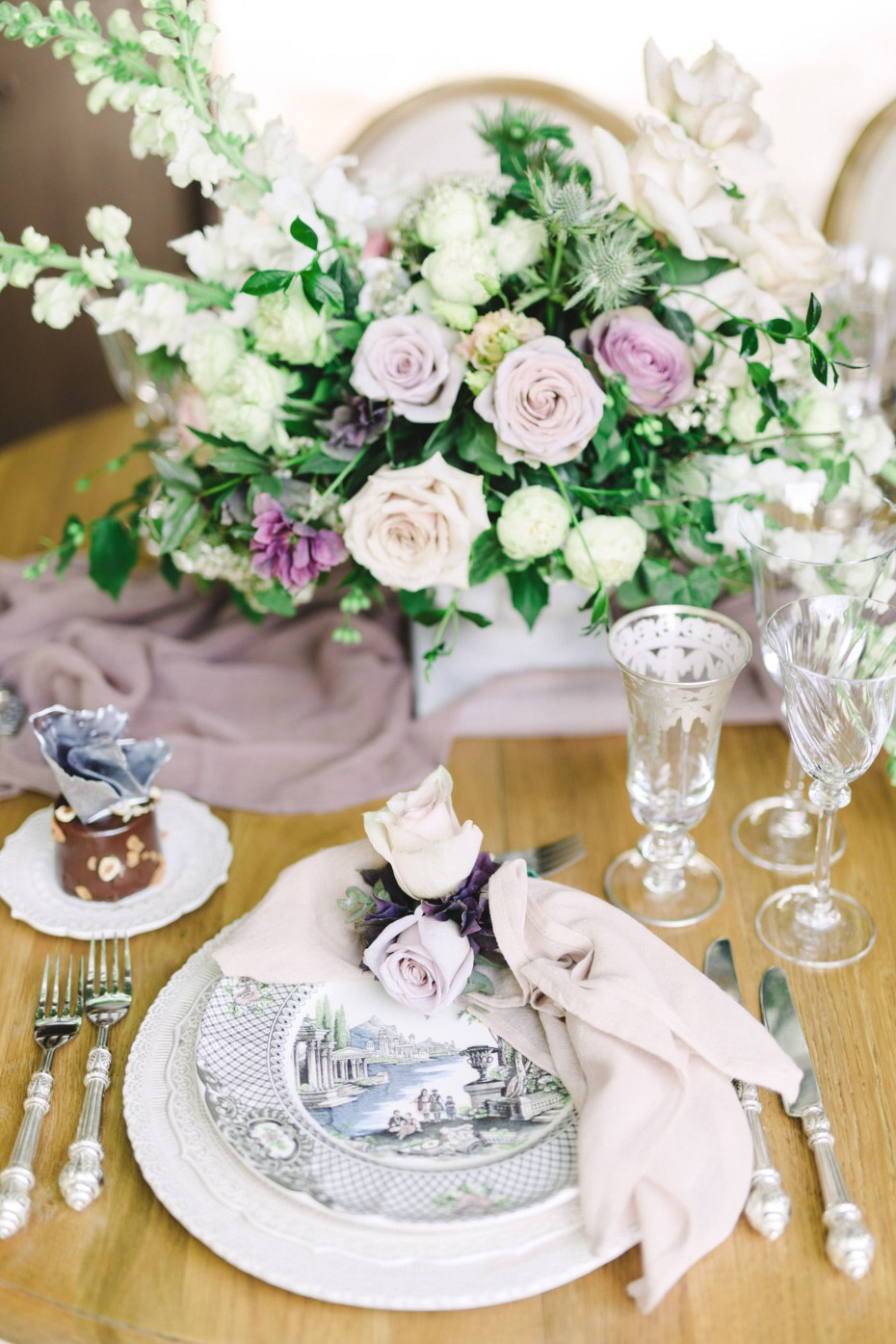 Vintage blush and purple table