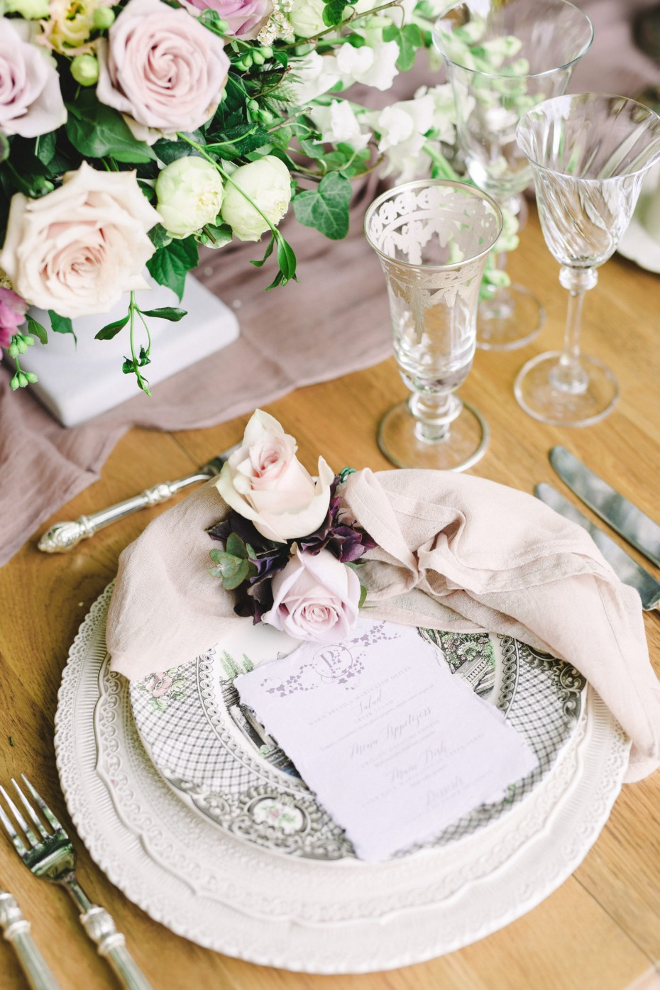 Vintage table decor for a wedding