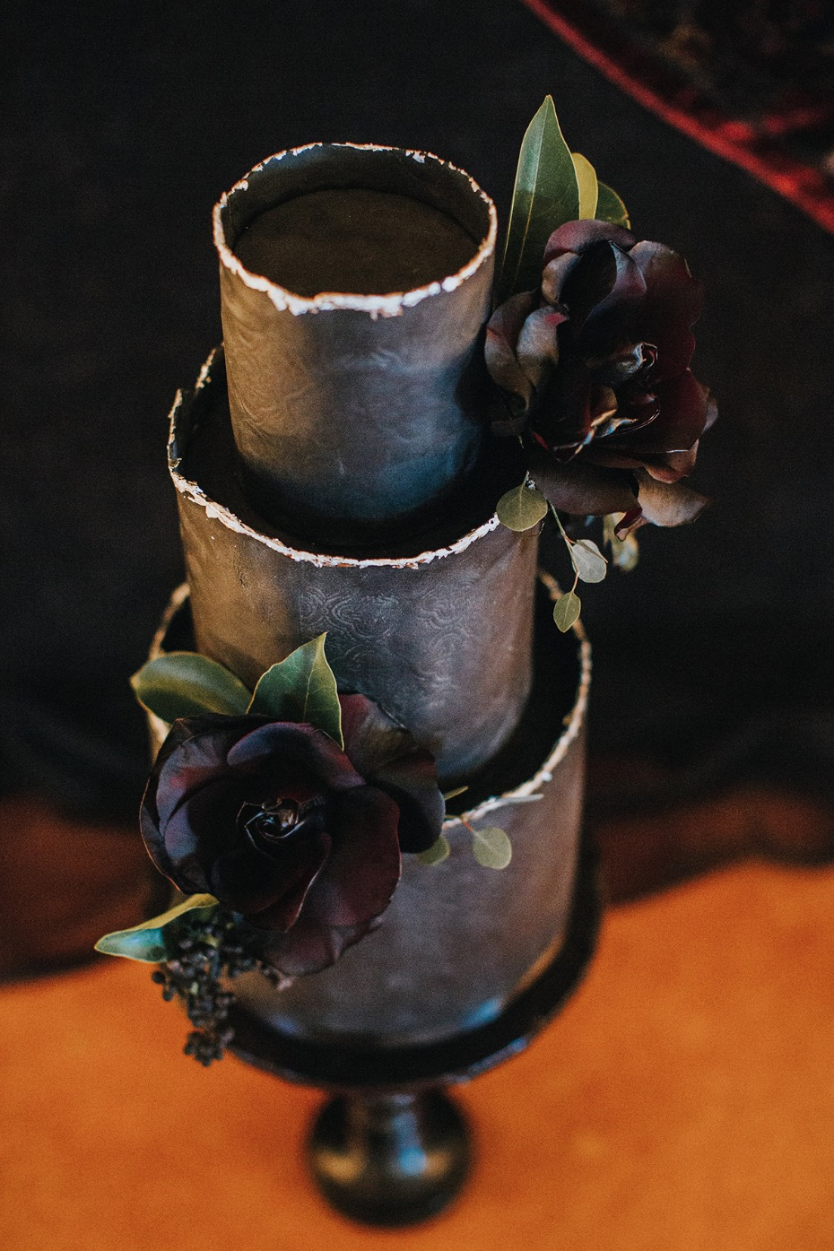 black and sliver wedding cake