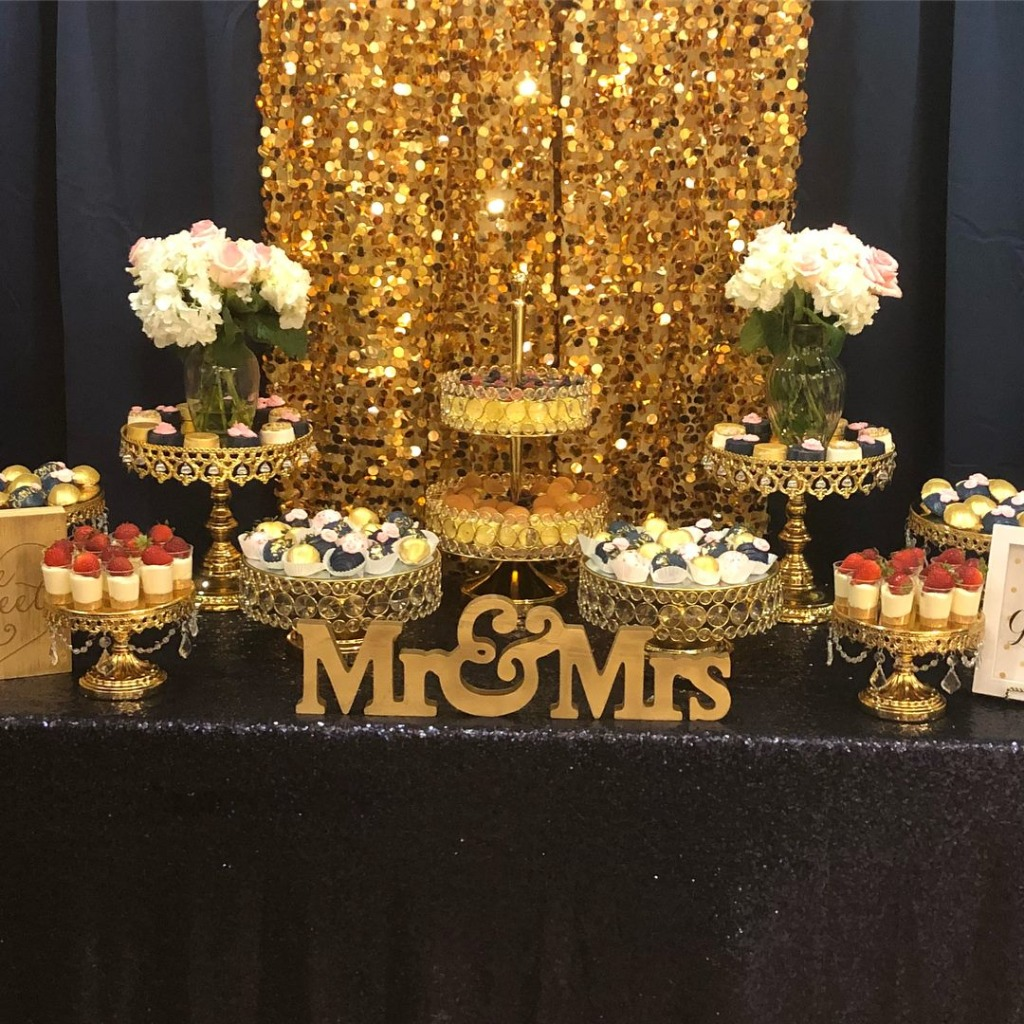Make your Wedding Dessert Table Glitter in Gold!