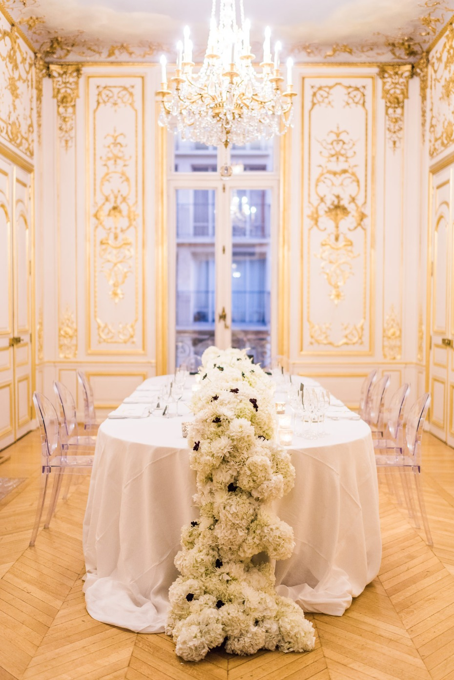 Gorgeous indoor reception in Paris