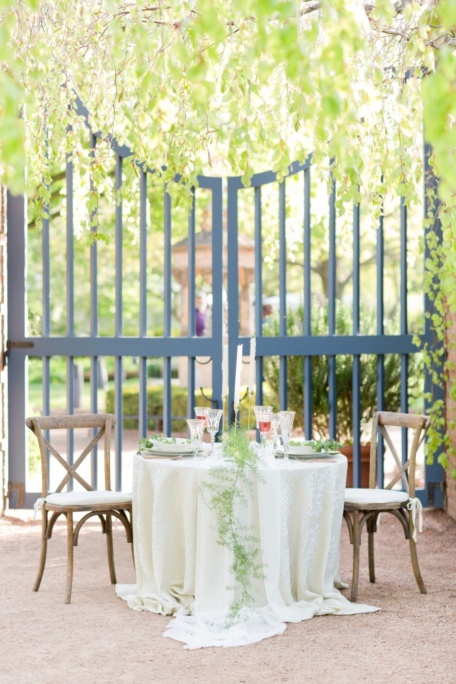 Sweetheart table in the garden