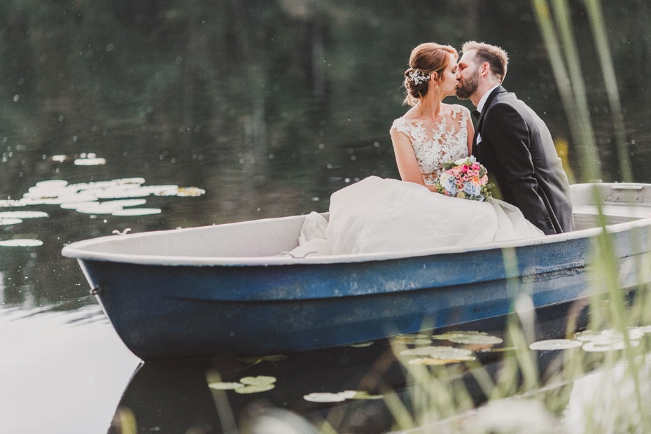 wedding kiss in a boat