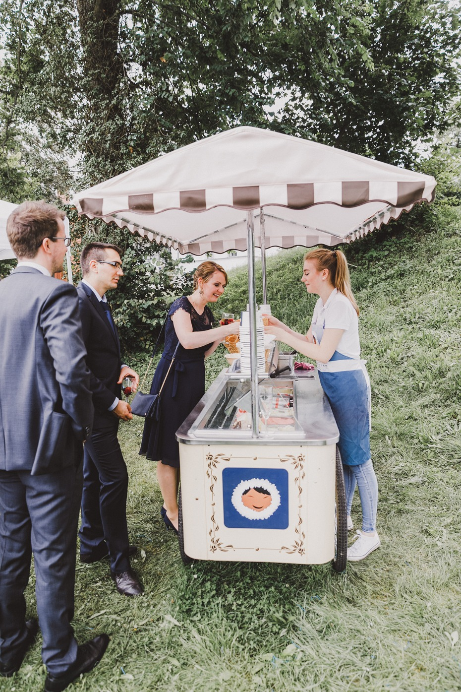cute little ice cream stand at your wedding