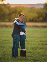 Engagement Pose & Photo Ideas