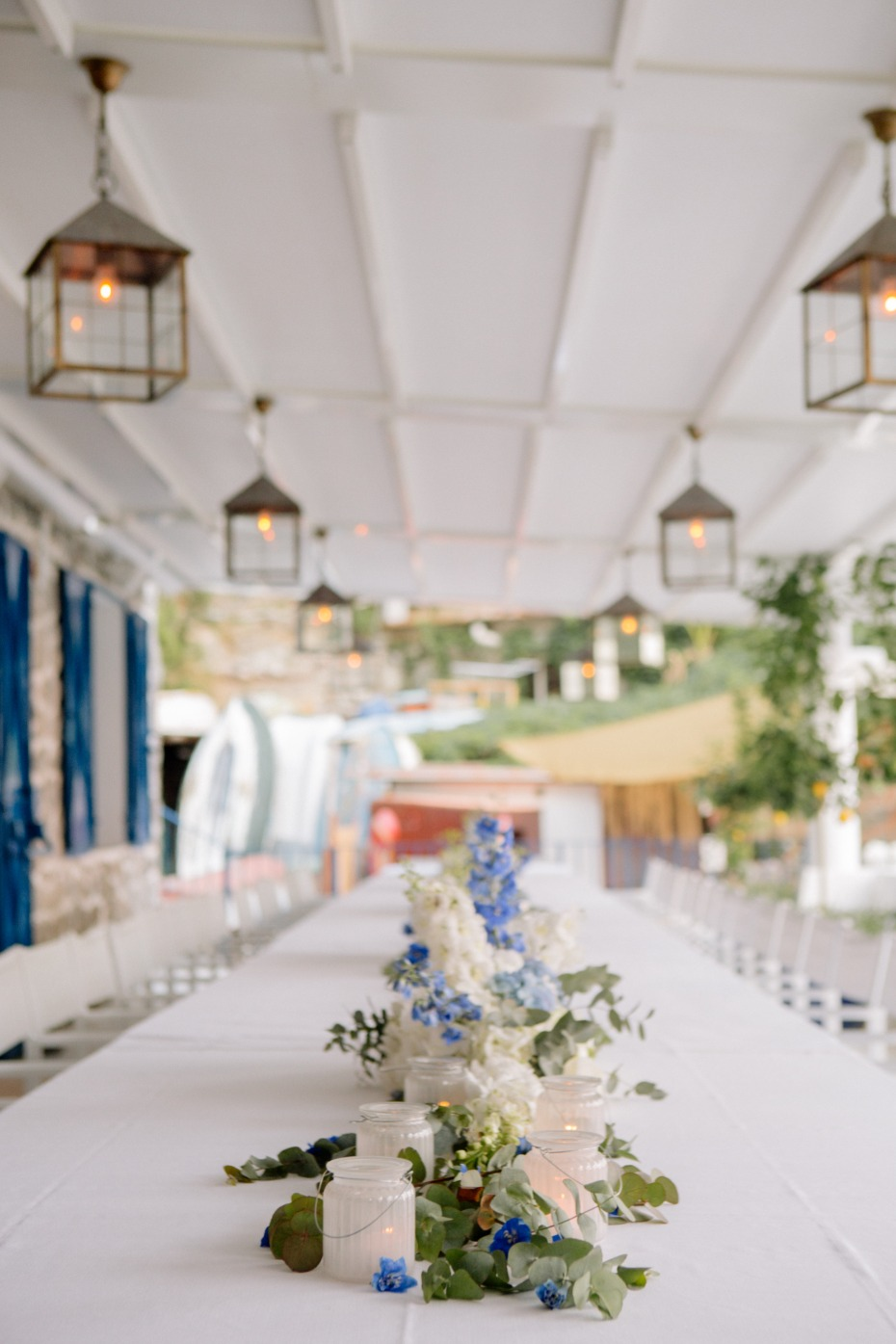 Romantic welcome dinner in blue and white