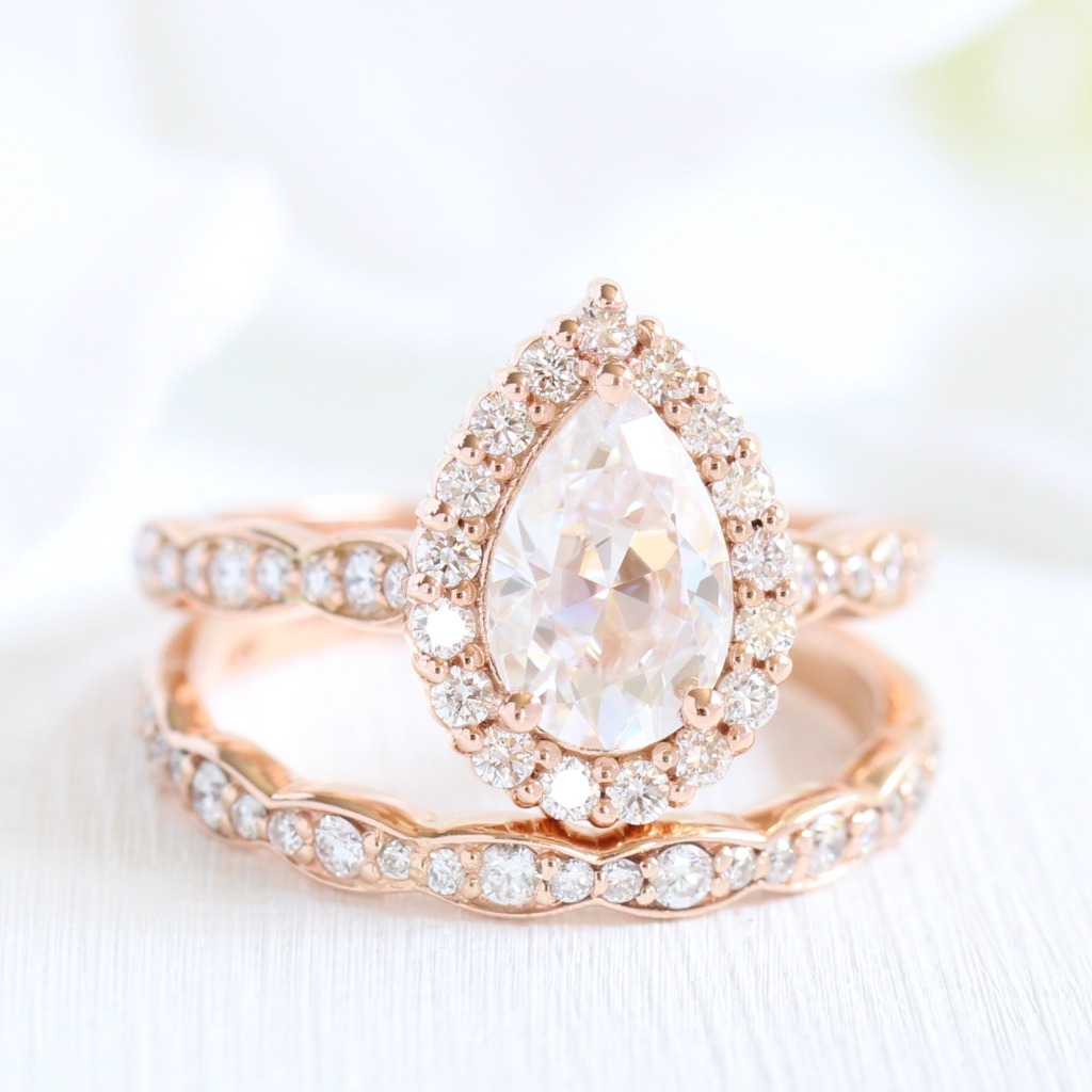 Love pear shaped engagement rings but want something unique and different from what's out there? Look no further than La More Design