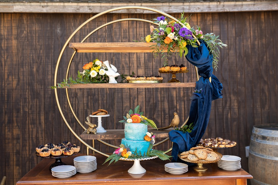 Modern cake table design