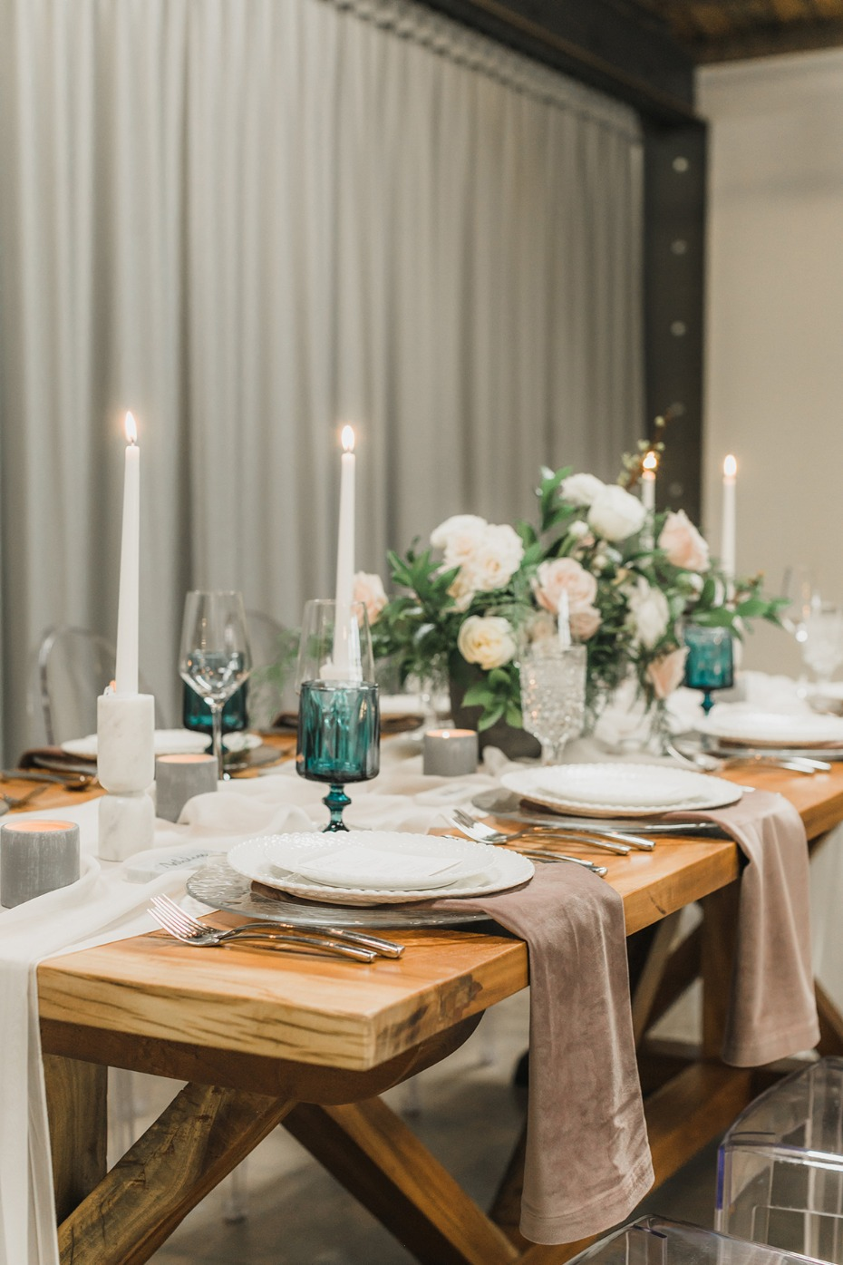 teal and dusty pink wedding table decor