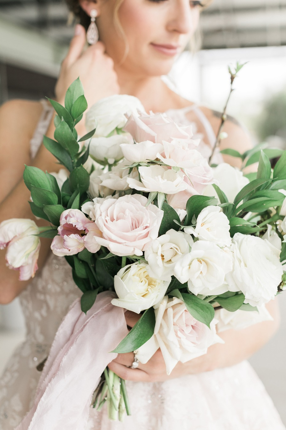blush and white rose and tulip bouquet