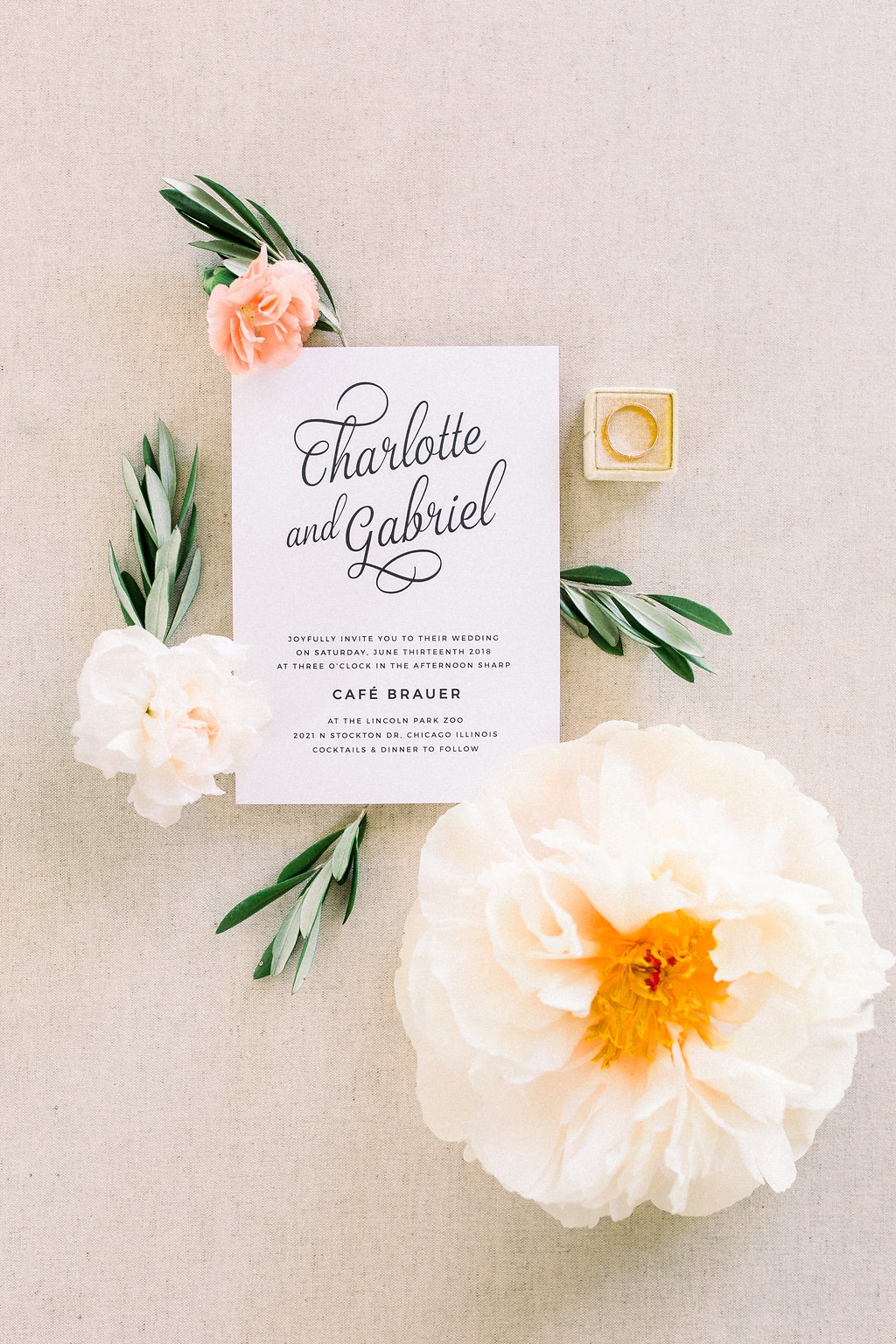 Simple wedding invitations that make a statement!