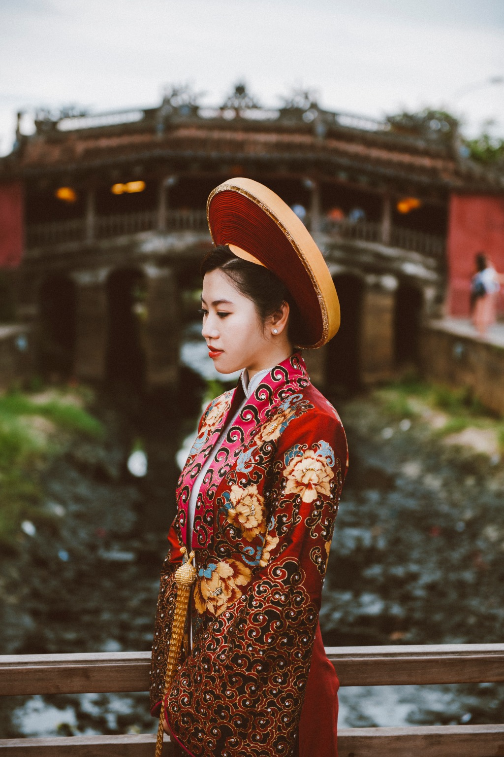 Gogerous traditional wedding dress in Vietnam. You want to try it on at your destination wedding in our country? Book a free consultation