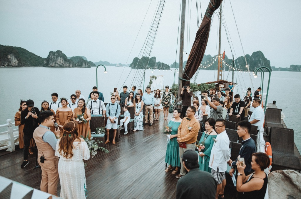 Cruise wedding surrounded by love and emerald water of Ha Long Bay, VIETNAM. Does this look like your dream wedding? Book a free consultation