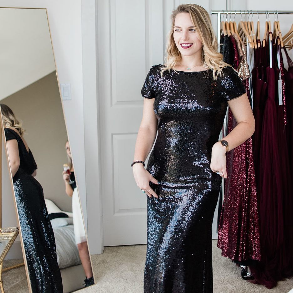 When your LBD is full of sequins, sparkles, & a splash of sass.💁♀️